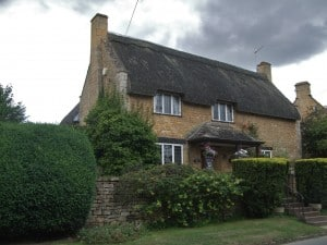 A lovely thatched home in the Cotswolds is beautifully preserved.