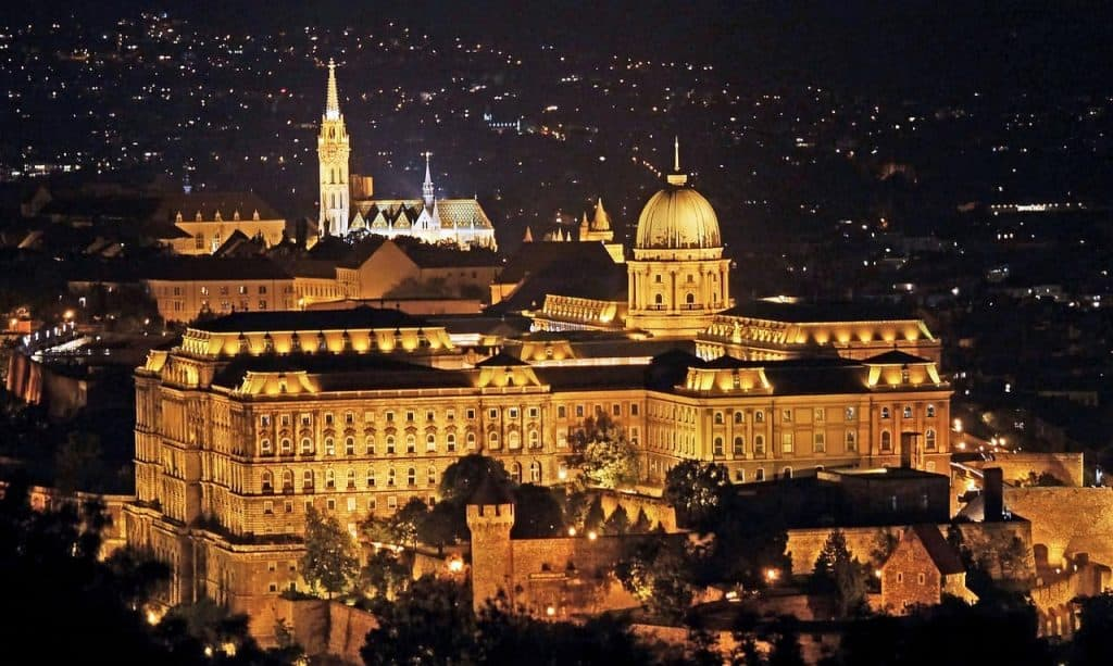 budapest-palace-and-matthias-church-at-night
